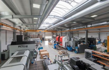 Referenzbild Firma Biersack LED Hallenbeleuchtung LOGIC Glas